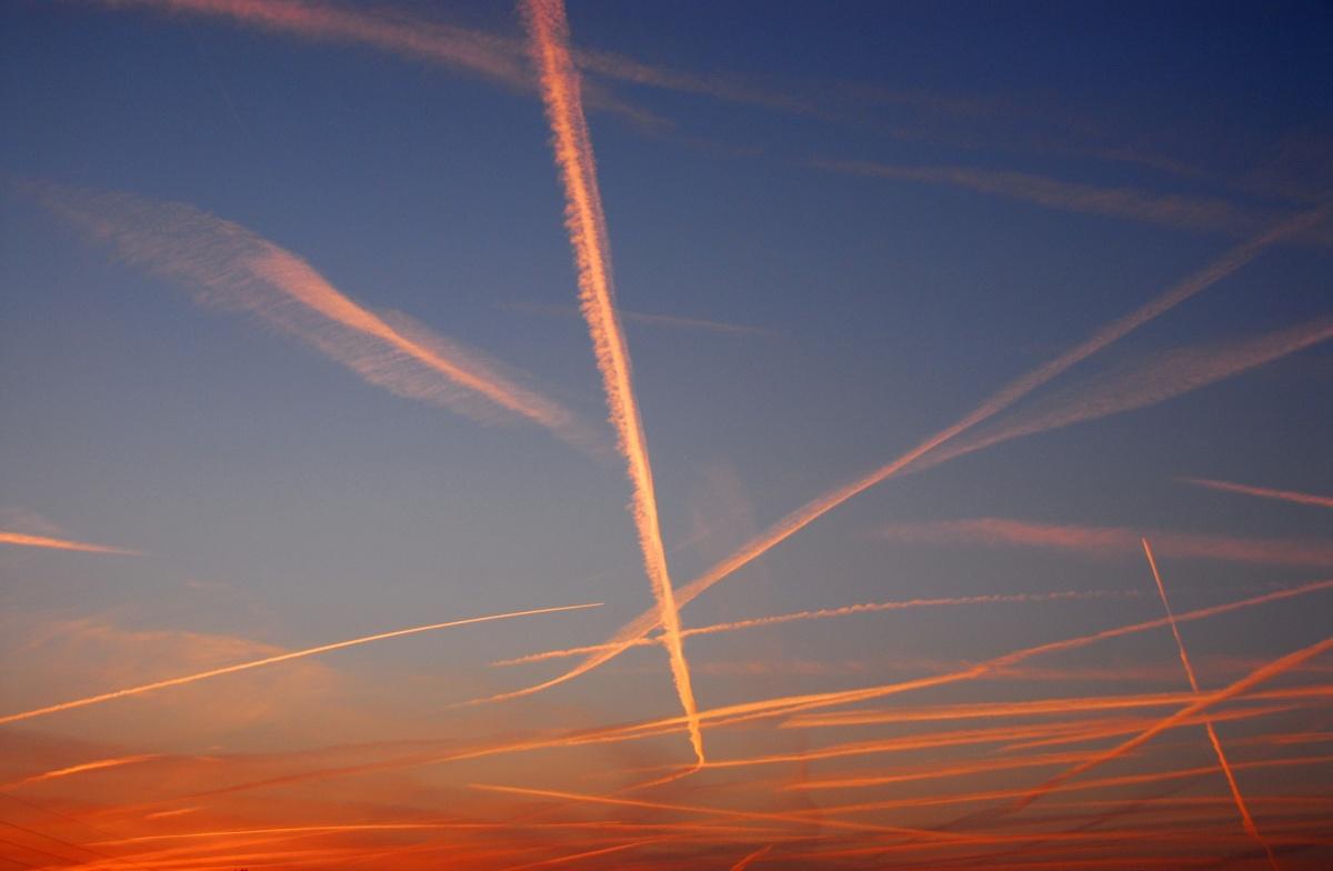 「飛行機雲落ちる」の画像検索結果
